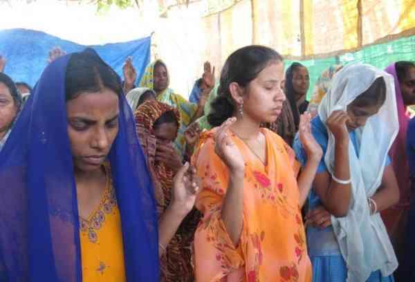 """India, Corte Suprema: """"Rapporti sessuali con mogli minorenni è stupro"""""""