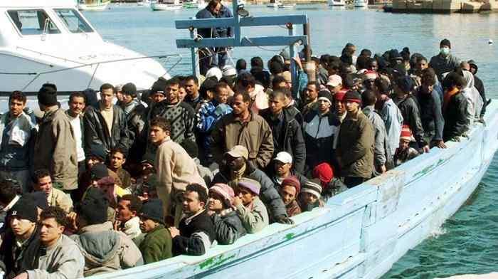 Palermo, sbarcano 606 profughi: 241 sono minorenni