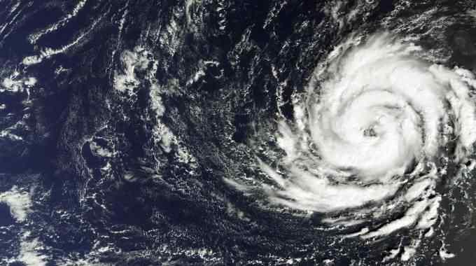 Maltempo, arriva uragano Ophelia sulle coste europee: incendi in Portogallo