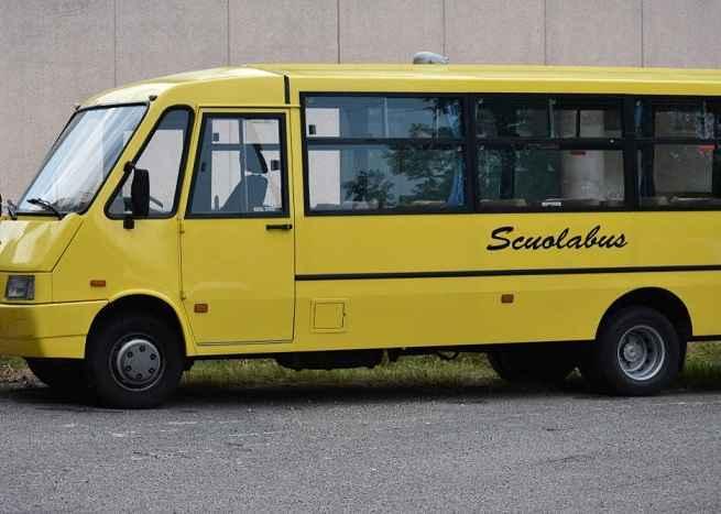 Arezzo, bimbo rimasto sul bus scolastico: sospesa l'accompagnatrice